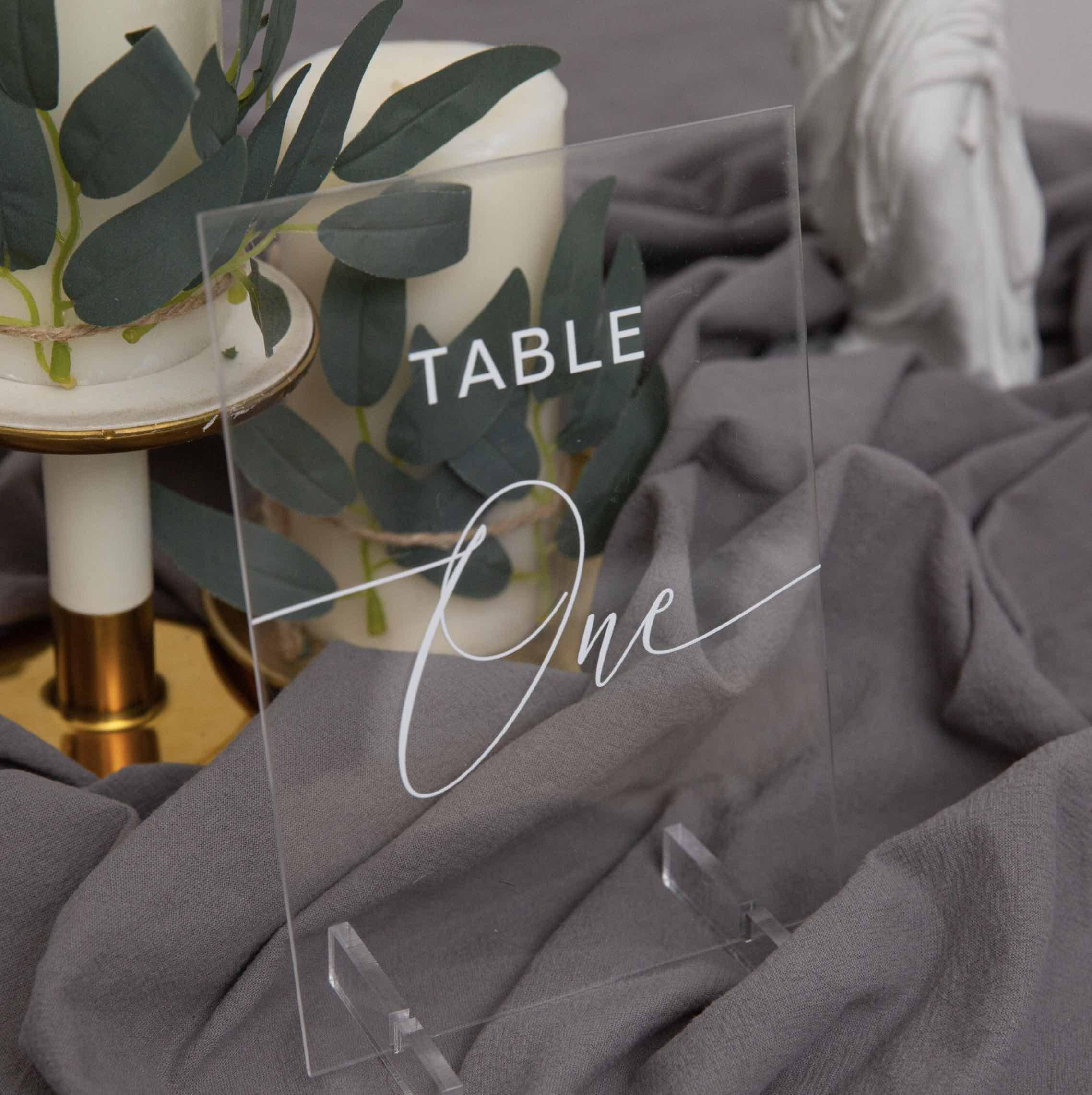 Marque-table en plexiglas transparent YKT010