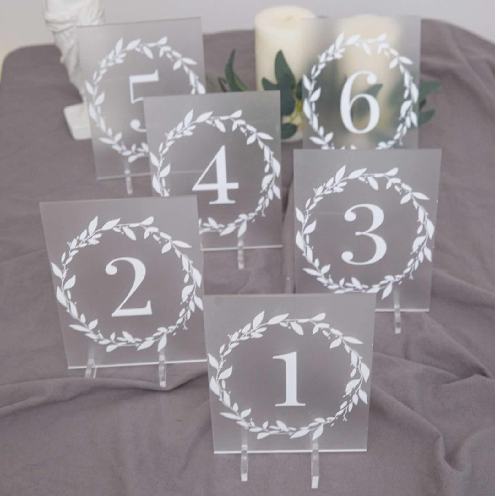 Marque-table en plexiglass opaque YKT014